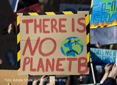 """Schild mit Aufschrift """"THERE IS NO PLANET B"""""""