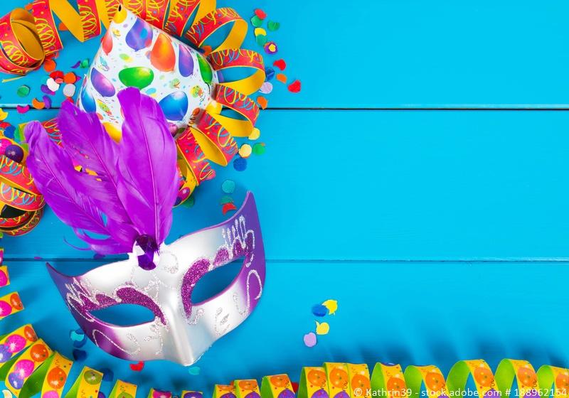 Bunte Maske aus Venedig als Zeichen für Karneval