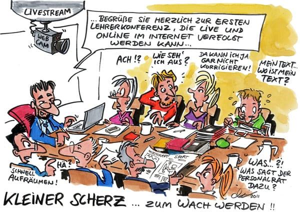 Eine Lehrerkonferenz wird im Livestream online verfolgt.