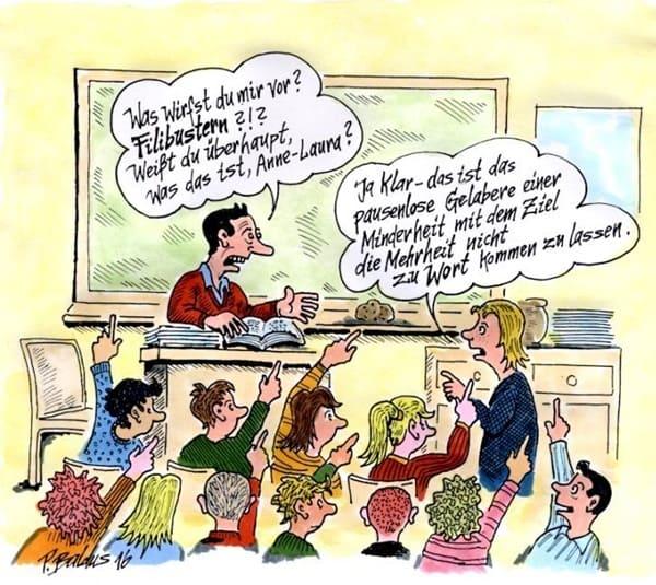 Schulklasse im Klassenzimmer, Lehrer spricht mit Schülerin