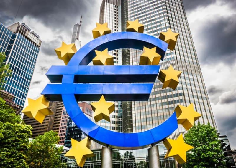 Eurozeichen vor der Europäischen Zentralbank
