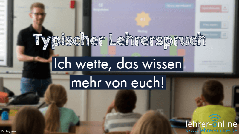Klassenraum, Lehrer an der Tafel, Schüler sitzen im Raum; Typischer Lehrerspruch: Das wissen mehr von euch.