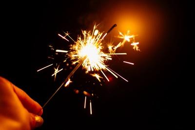 brennende Wunderkerze an Silvester