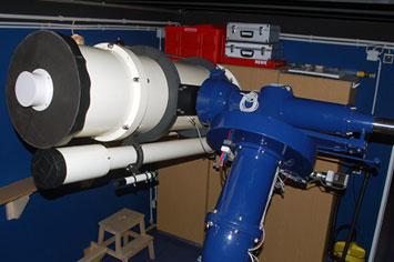 """Das 12,5""""-Newton-Cassegrain-Teleskop neben dem 110 mm-Achromat-Refraktor auf der schweren Zeiss-Montierung"""