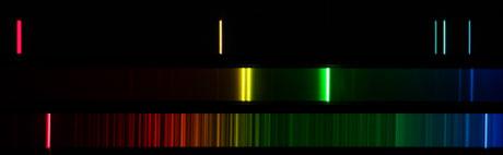Spektren: Helium (oben), Quecksilber (Mitte), Balmer-Spektrum (unten)