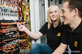 Junge und Mädchen Elektrohandwerk