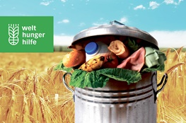 Mülltonne als Warnung vor Klimawandel von der Welthungerhilfe