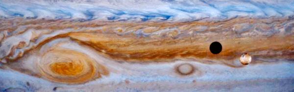 Jupiters Großer Roter Fleck; ein Mond verursacht eine Sonnenfinsternis; Aufnahme der Raumsonde Galileo